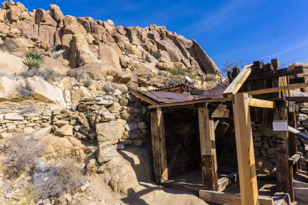 The ruins of Mastodon Mine in Joshua Tree National Park, one of 15 awesome things to do in Joshua Tree. Add exploring an old abandoned mine to your Joshua Tree bucketlist.