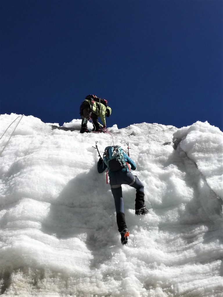 Best Winter Hiking Pants for Curvy Women: Quechua Warm Snow Hiking Trousers. Learn more about how to find women's hiking clothing for your body type.