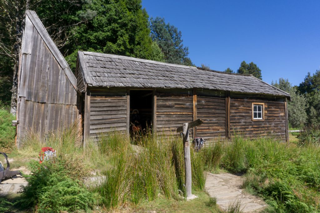 Historic Du Cane Hut on the fifth section of the Overland Track from Kia Ora to Windy Ridge.