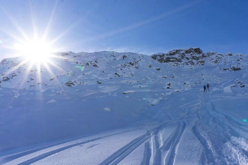 Snowshoers climbing up a steep and snowy mountain near Vancouver, BC. Learn how to choose snowshoes for the mountains