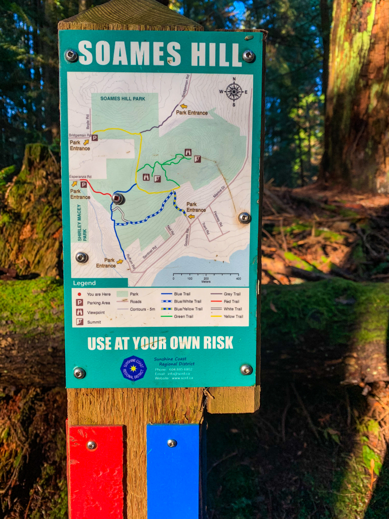 Trail map at a junction on the Soames Hill hike