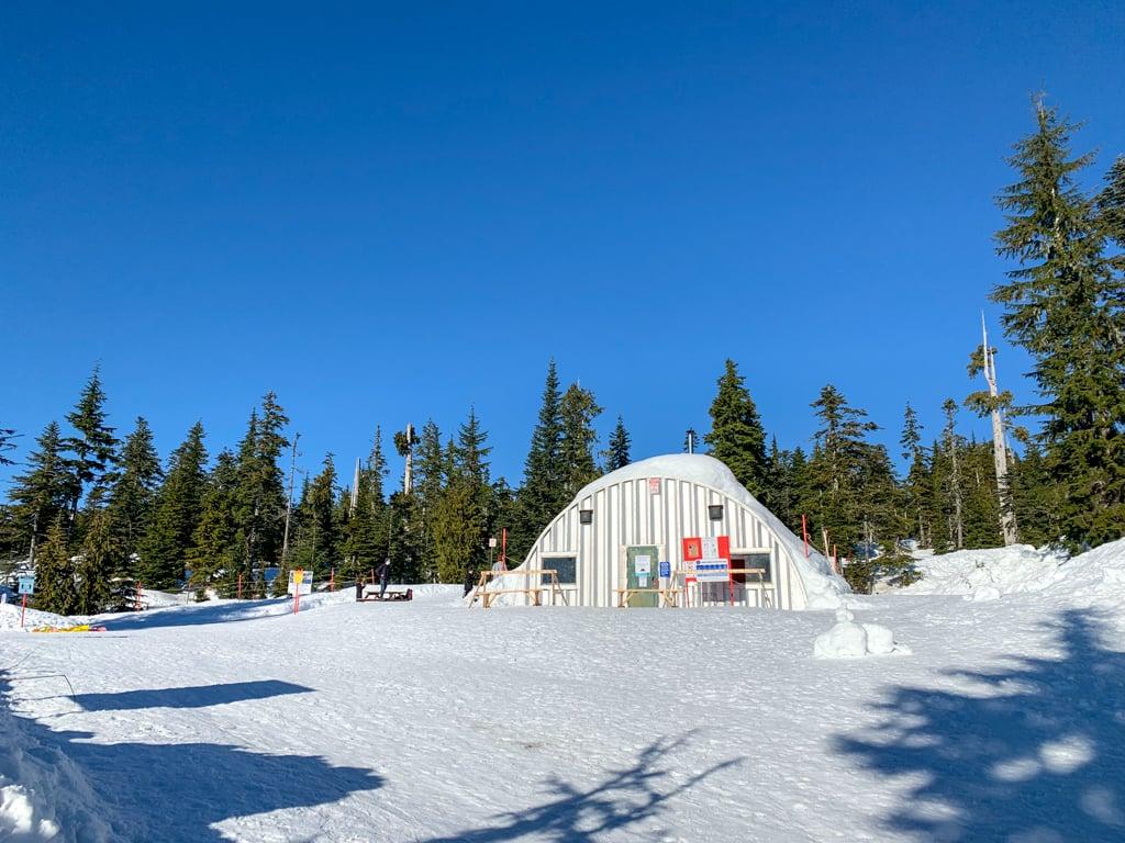 The warming hut at Dakota Ridge on the Sunshine Coast