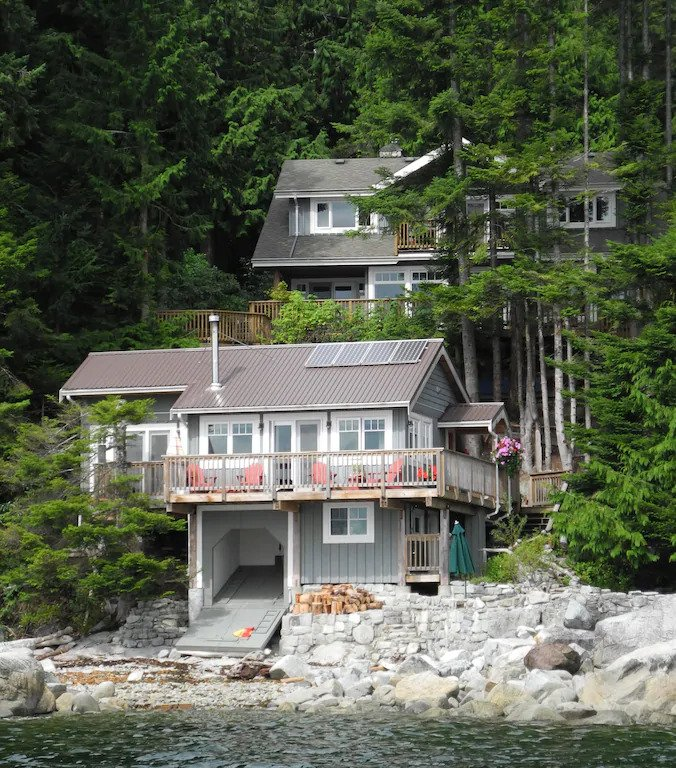 Eco-friendly oceanfront cottage in Lang Bay