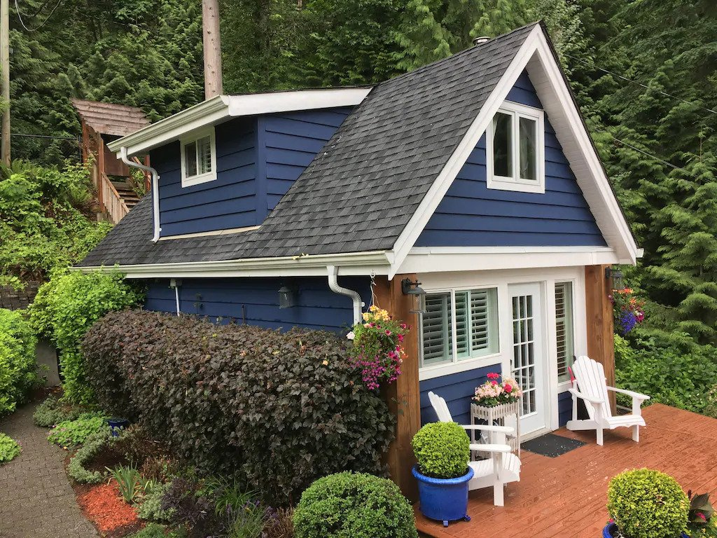 Seaside Garden cottage on Indian Arm. One of the best cabins near Vancouver.