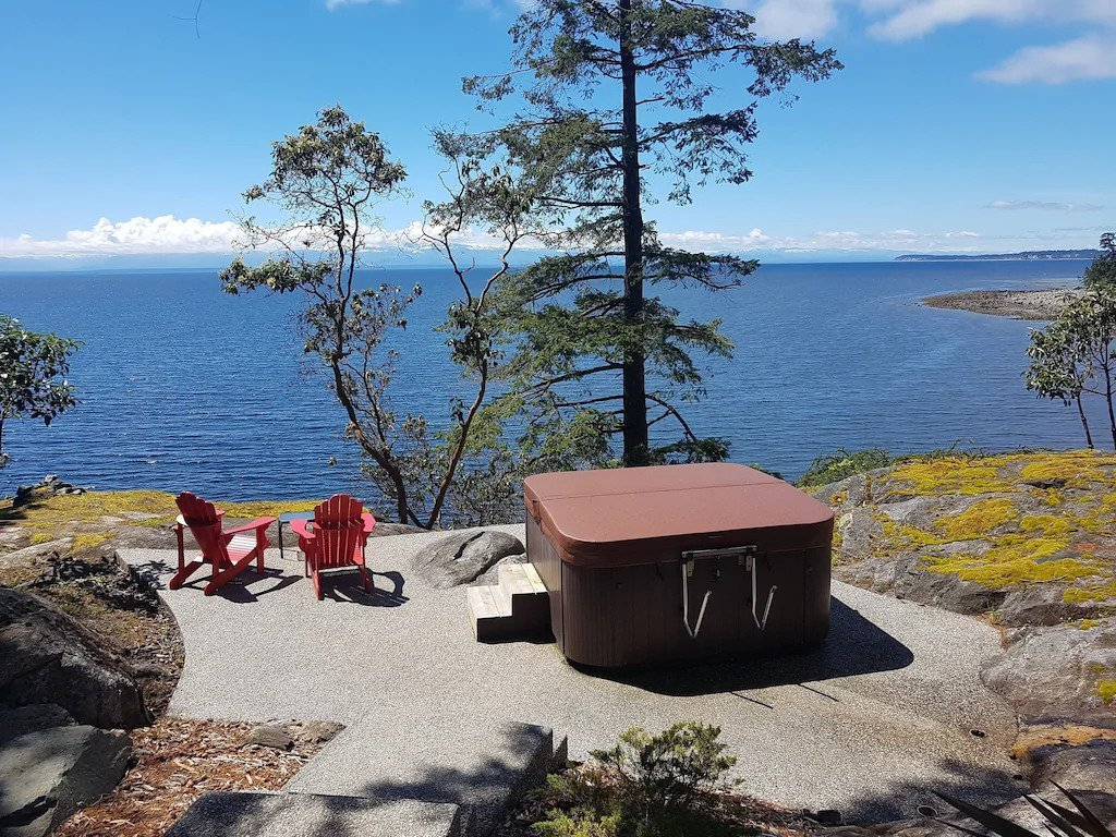 The incredible hot tub at the Sea Dog Cottage near Powell River